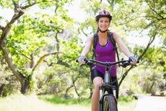 Smiling woman cycling Royalty Free Stock Photos