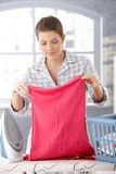 Smiling woman doing housework Royalty Free Stock Photography