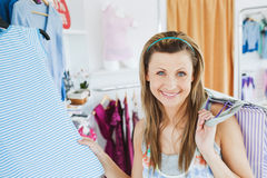 Smiling woman doing shopping looking at the camera Stock Photography