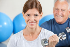 Smiling woman with dumbbells Royalty Free Stock Photos