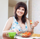 Smiling woman eats vegetables salad Stock Photography
