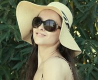 Smiling woman in hat and sunglasses Royalty Free Stock Photo