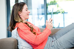 smiling woman on her tablet Royalty Free Stock Photography