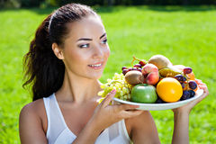Smiling woman holding a dish full of healthy food Royalty Free Stock Photo