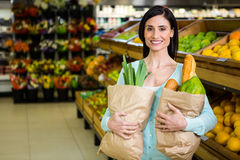 Smiling woman holding grocery bag Royalty Free Stock Photos