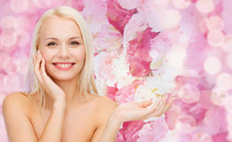 Smiling woman holding imaginary lotion jar Royalty Free Stock Photos
