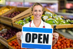 Smiling woman holding sign Royalty Free Stock Images