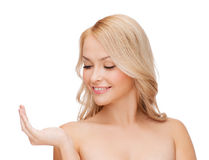 Smiling woman holding something imaginary Royalty Free Stock Photos