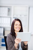 Smiling woman with a laptop computer Royalty Free Stock Images