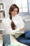 Smiling woman with laptop computer Royalty Free Stock Photography