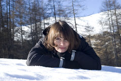 Smiling woman laying in snow Stock Photography