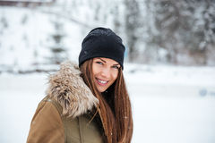 Smiling woman looking at camera outdoors Royalty Free Stock Photography