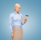 Smiling woman looking at tablet pc computer Royalty Free Stock Photos