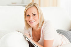 Smiling woman with a magazine Royalty Free Stock Photography