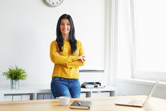Smiling woman in the office Royalty Free Stock Photography