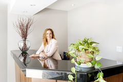 Smiling woman at office reception Royalty Free Stock Photography
