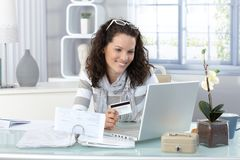 Smiling woman paying online Royalty Free Stock Photos
