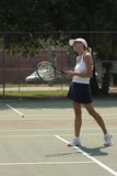 Smiling woman playing tennis Royalty Free Stock Images