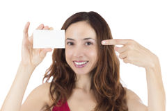 Smiling woman pointing to a blank business card Royalty Free Stock Photos