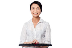 Smiling woman posing with keyboard Royalty Free Stock Photo