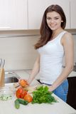 Smiling woman preparing salad Royalty Free Stock Photography