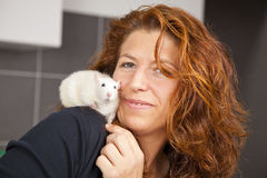 Smiling woman with rat on her shoulder Royalty Free Stock Photography