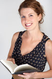 Smiling woman reading a book Royalty Free Stock Photos