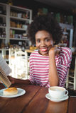 Smiling woman reading a book in cafe Royalty Free Stock Images