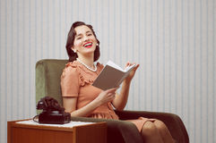 Smiling woman reading book Royalty Free Stock Images
