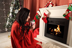 smiling woman in santa helper hat over living room with christmas tree background Royalty Free Stock Photos