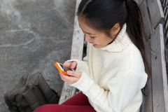 Smiling woman sending text message Royalty Free Stock Photography