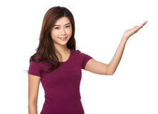 Smiling woman showing copy space for product Royalty Free Stock Photos