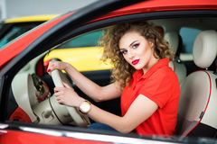 Smiling woman sitting in car Royalty Free Stock Photos
