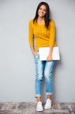 Smiling woman standing with laptop Royalty Free Stock Photos