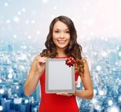 Smiling woman with tablet pc Royalty Free Stock Photo