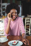 Smiling woman talking on the mobile phone Stock Photography