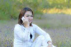Smiling woman talking smart phone Royalty Free Stock Image