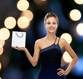 Smiling woman with white blank shopping bag Royalty Free Stock Photography