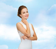 Smiling woman in white dress wearing diamond ring Royalty Free Stock Photos