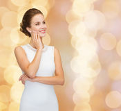 Smiling woman in white dress wearing diamond ring Royalty Free Stock Photography