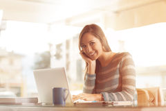 Smiling woman at work Royalty Free Stock Photography