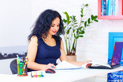 Smiling woman working in office Royalty Free Stock Images