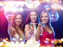 Smiling women with cocktails at night club Royalty Free Stock Images