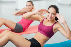 Smiling women exercising at the gym Royalty Free Stock Image