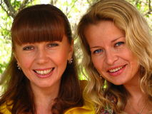 Smiling women friends Royalty Free Stock Photos