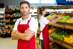 Smiling worker in front of colleague Royalty Free Stock Photography