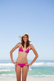 Smiling young attractive woman placing her hands on hips in fron Royalty Free Stock Photography