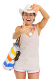 Smiling beach woman in hat framing with hands Royalty Free Stock Photos