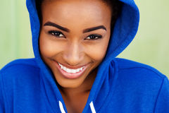 Smiling young black woman with blue sweatshirt Royalty Free Stock Photos