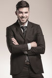 Smiling young business man with hands crossed Royalty Free Stock Photos